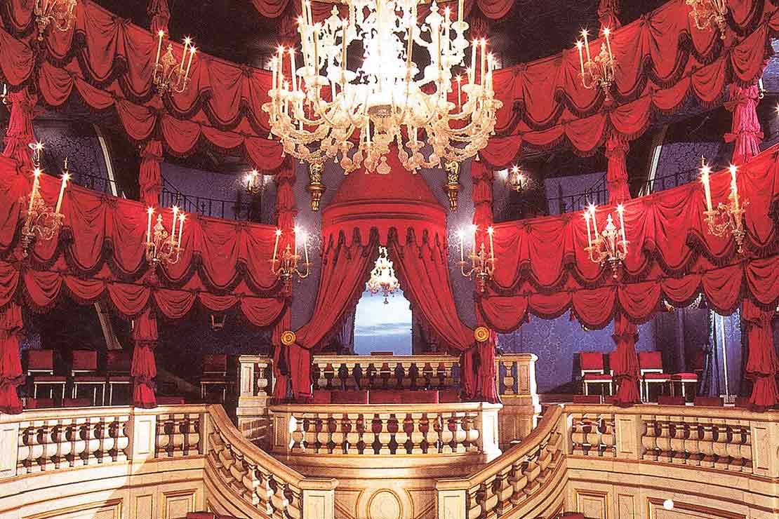 salle-seminaire-yvelines-demeures-chateaux-le-chateau-exuberant-theatre-italienne